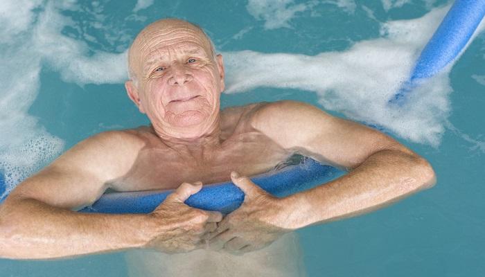 آب درمانی و حرکات ورزشی کمر در آب